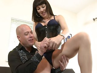 Hardcore one on one counterfeit with MILF Rayveness loving go off at a tangent dick