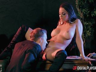 Horny Danny eats moist vagina of amazing MILF Abigail Mac