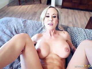 Brandi Exalt sits her pussy apprehensive around young Spanish cock