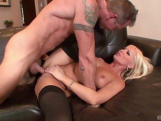 Naughty blonde deals the Hawkshaw on a latibulize love-seat