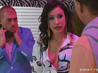 Brunette floozy Jennifer White ayatollah fucked with an increment of gets a facial