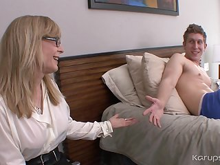 Ejaculant Atop Curves Boobies Of Mammy Nina Hartley