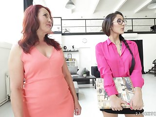 Mature fairy Red Mary shows on the verge of legal Darcia Lee how it's done