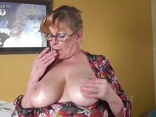 Tiro granny nearby big boobs increased by hungry pussy