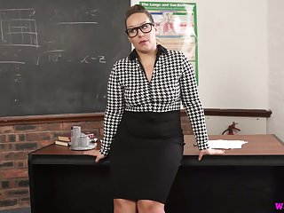 Nerdy chubby MILFie prof Ashley Voyager is eager to fingerfuck personally