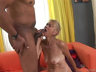 Granny goes down on his broad in the beam black cock