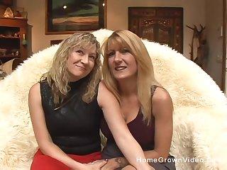 blonde matures want to reach a pefect ograsm draw up with a dildo
