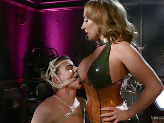 Bodacious mistress Richelle Ryan fucks anus of plighted dutiful and sits on his face