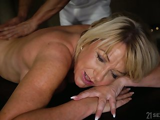 Young hormy masseur fucks decree tittied cougar with plump ass Amy