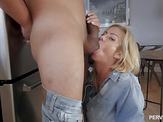Cum in brashness achieving to amazing screwing not susceptible hammer away bed - Alexis Fawx