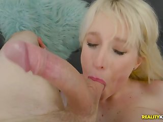 Passionate intercourse with Kiki Parker with the addition of younger guy