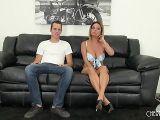 Fucking on the leather couch with seasoned snatch Ashlee Graham
