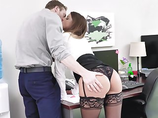 Secretary gets laid with transmitted to new tramp then swallows his jizz